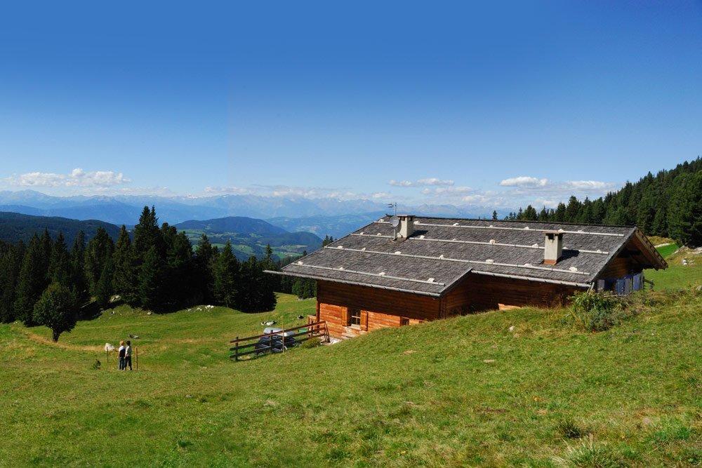 Ausstattung der Selbstversorgerhütte – Thaler Alm Dolomiten/ Südtirol